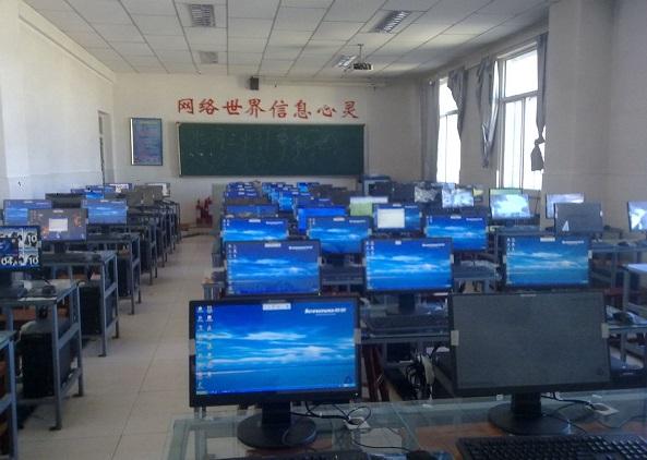 学校机房效果图